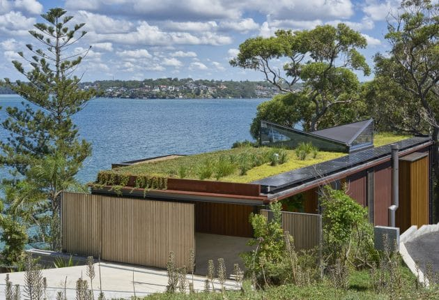 Bundeena Beach House by Grove Architects near Sydney, Australia