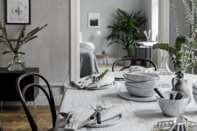 Delicate Decoration with Cotton and Linen Textiles