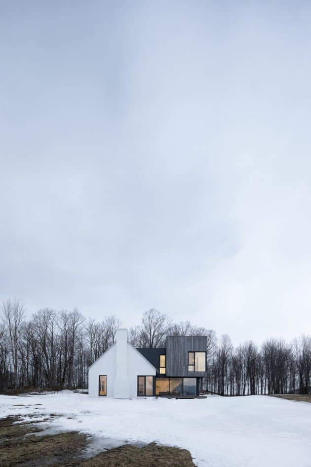 Knowlton Residence by Thomas Balaban Architect in Quebec, Canada