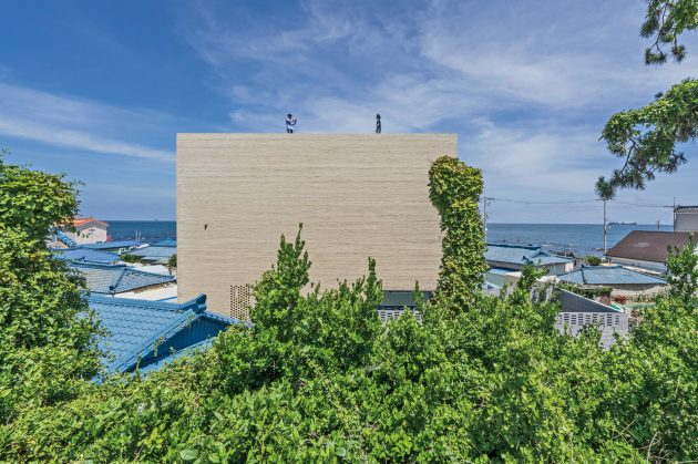 Seaside Wall House by KHY Architects in South Korea