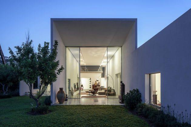 T/A House by Paritzki & Liani Architects in Tel Aviv, Israel