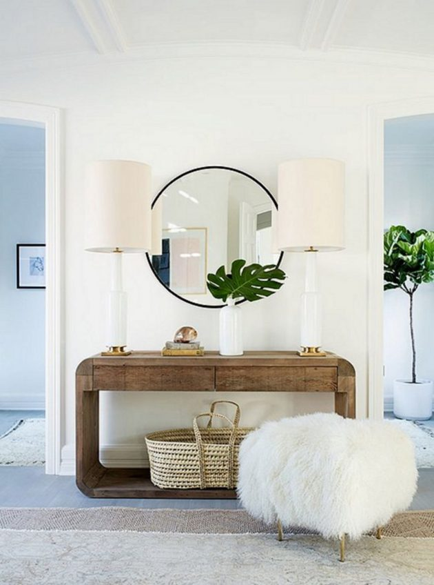How to Decorate and Arrange the Small Yet Stylish Entrance in Your Home?