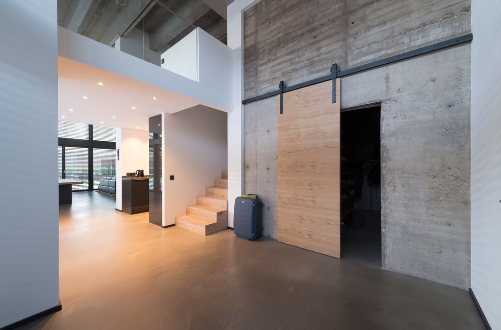15 Interesting Industrial Entry Hall Designs Suitable For Lofts