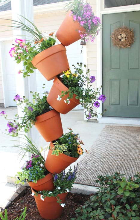 15 Wonderful DIY Garden Decor Projects You Can Make In A Day