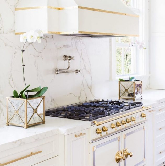 Adorable Ideas of Using Gold in the Kitchens