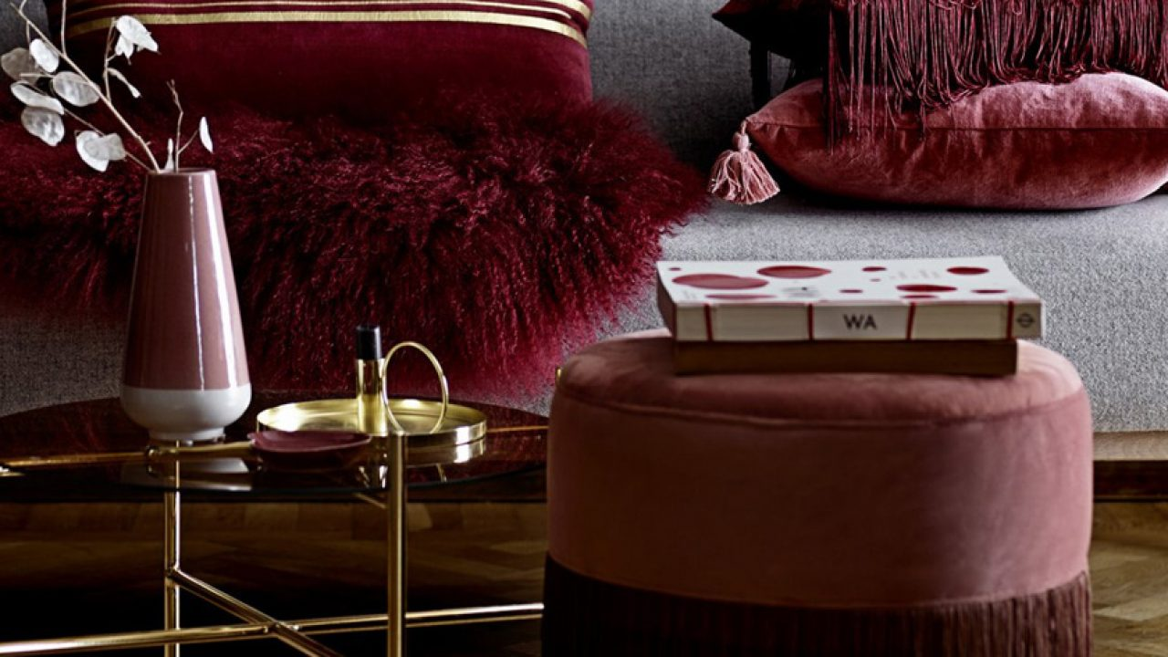 Image of: How To Use The Splendid Burgundy Color In The Living Room Decor