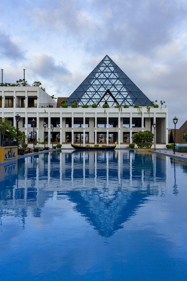 Aarya Club by Ishwar Gehi Architect in Rajkot, India