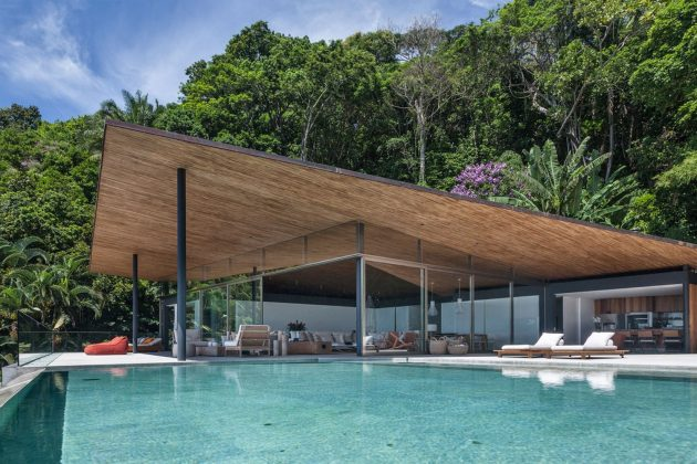 Casa Delta by Bernardes Arquitetura in Guaruja, Brazil
