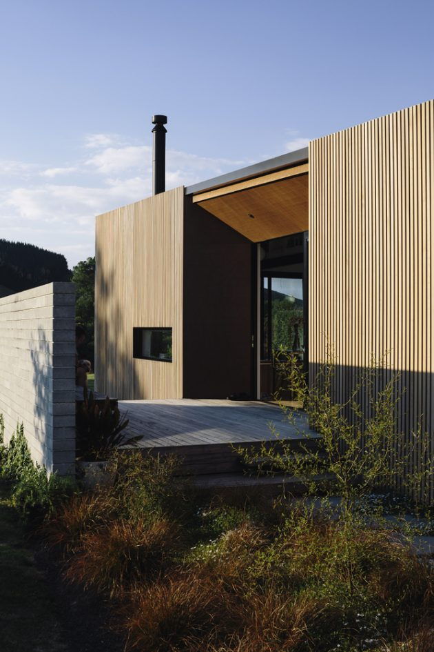 River Retreat House by Edwards White Architects in New Zealand