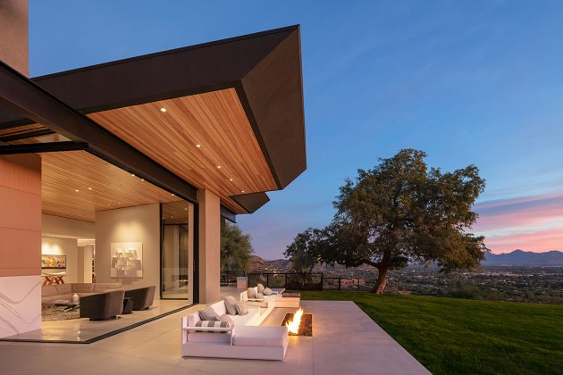 Cholla Vista by Kendle Design Collaborative in Paradise Valley, Arizona