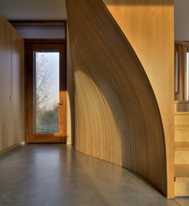 Frogs Hollow Residence by Williamson Chong Architects in Canada