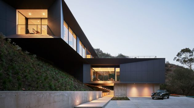 LR2 House by Montalba Architects in Pasadena, California