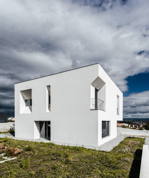 Lot 31 House by ADOFF - Arquitetos in Mirandela, Portugal