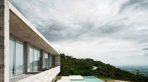 Widescreen House by R Zero Studio in Jiutepec, Mexico