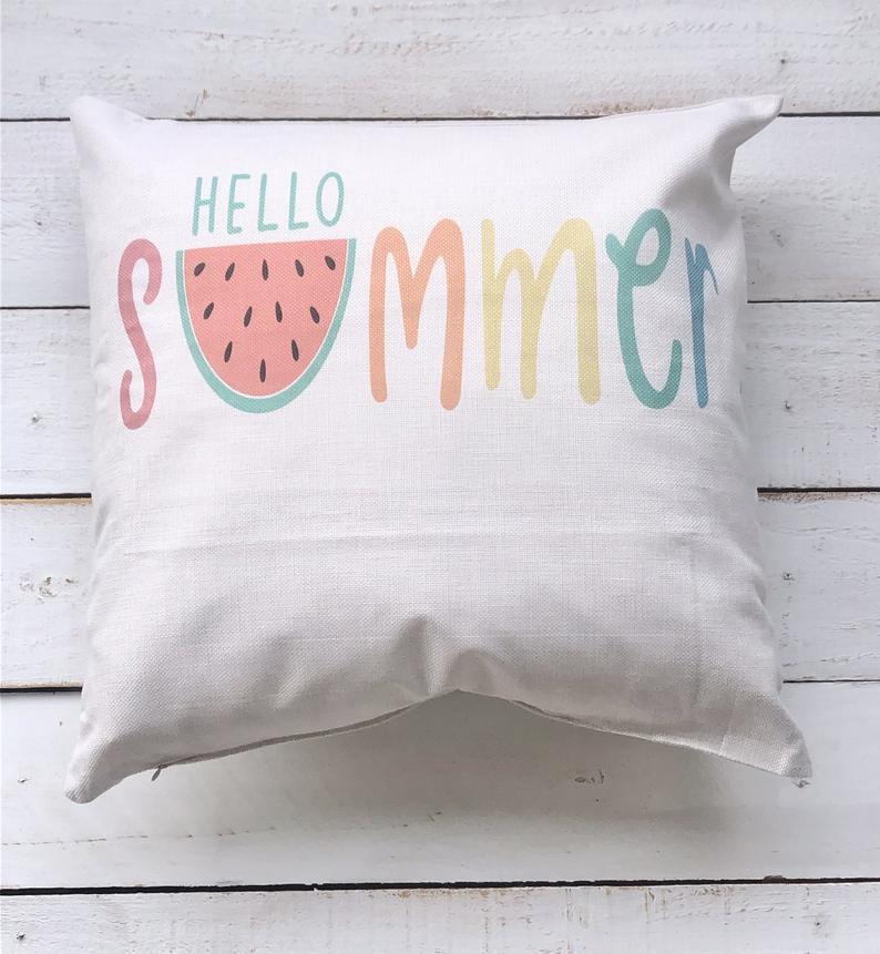 15 fröhliche Sommerkissen-Designs, mit denen Sie Ihre Terrasse schmücken können