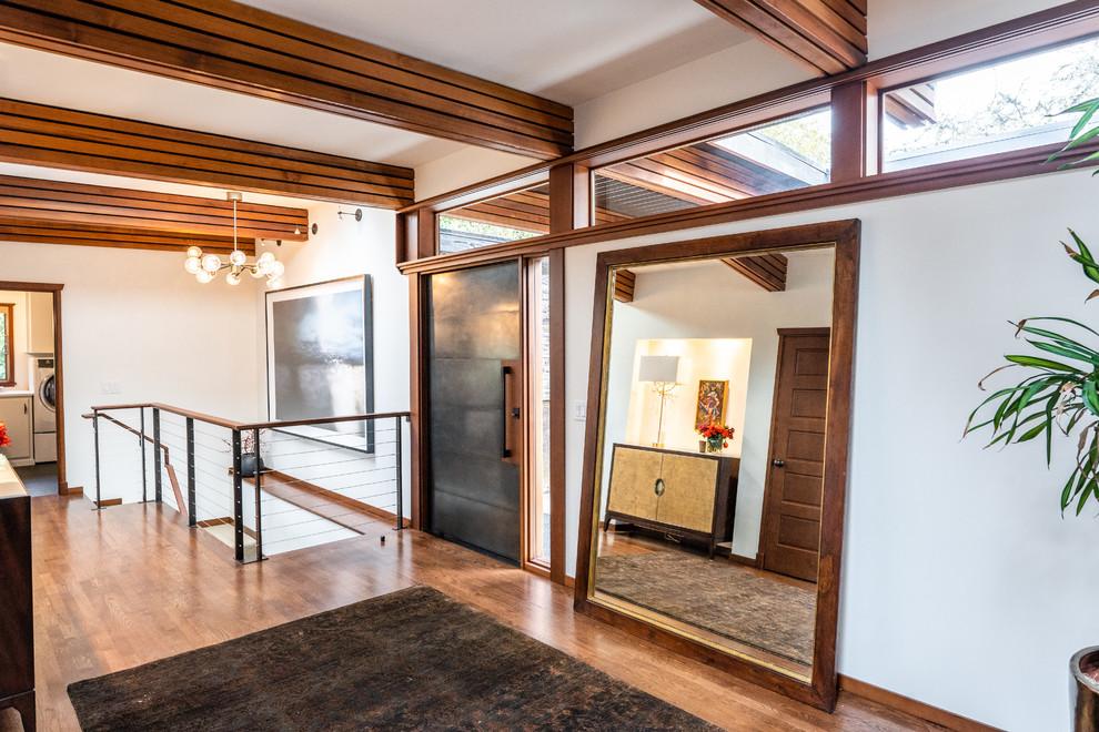 16 Warm & Welcoming Mid-Century Modern Entryway Designs