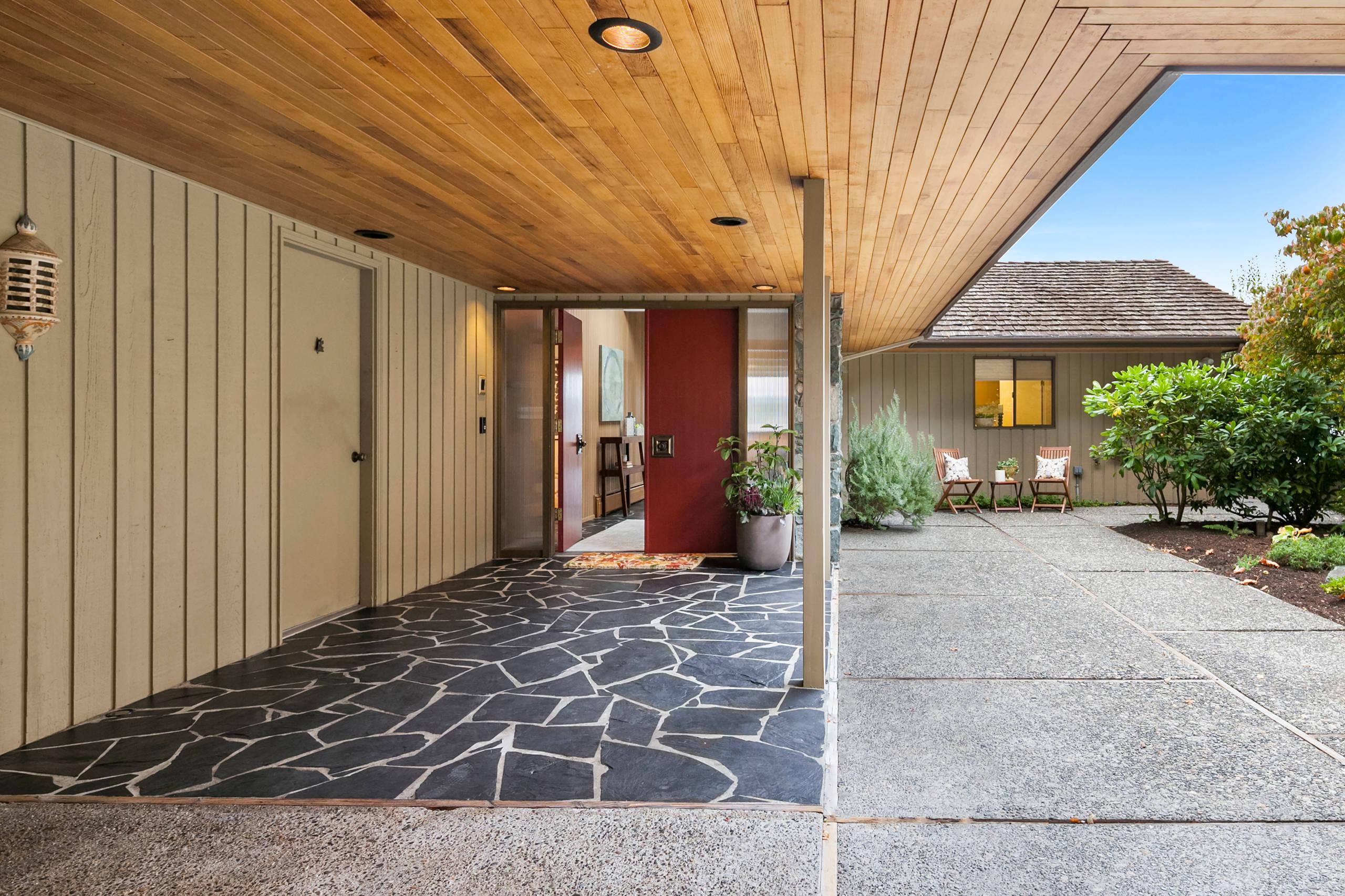 16 Wonderful Mid Century Modern Entrance Designs