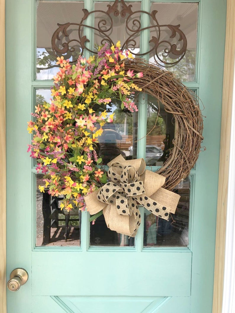 17 Vibrant Summer Wreath Designs That Will Jazz Up Your Front Door