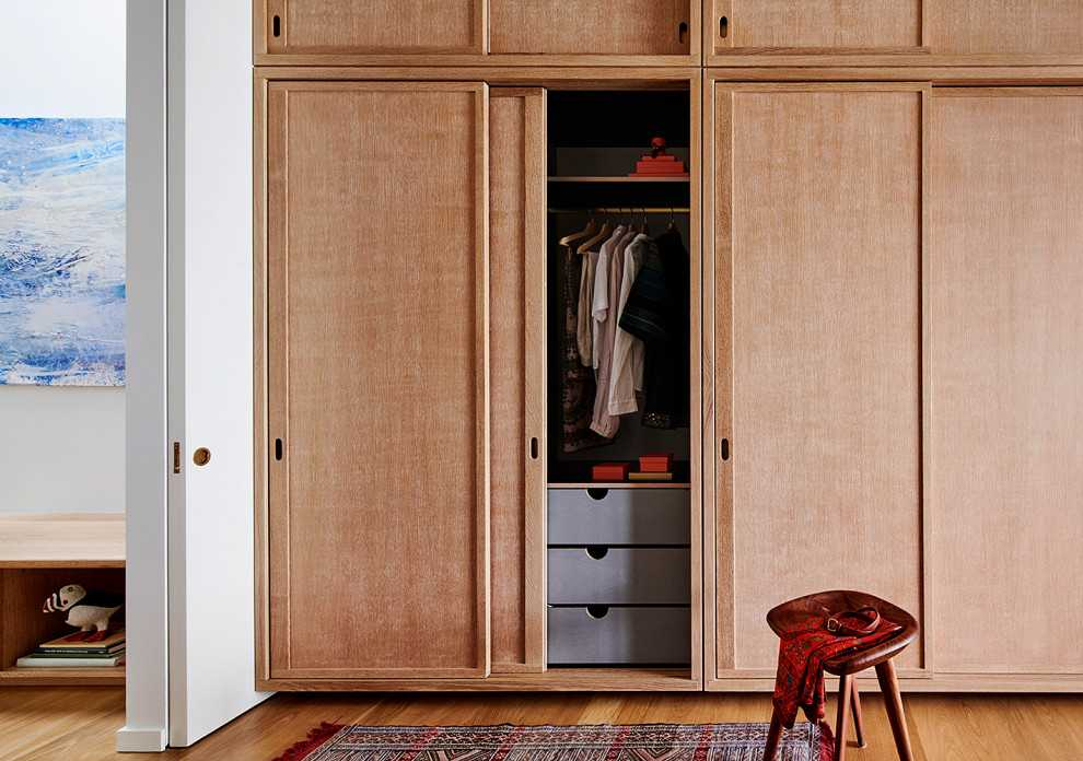20 Practically Elegant Mid Century Modern Closet Designs