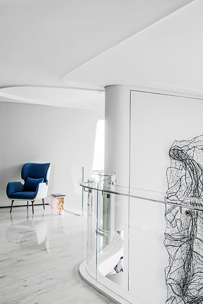 A Curvaceous Costal Apartment in Zhuhai, China