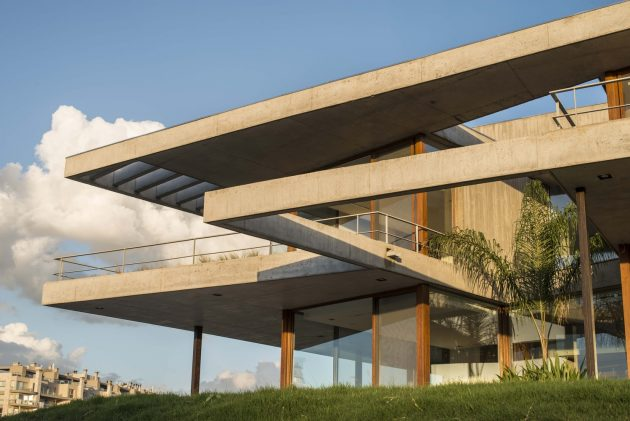 EA House by Juan Trivelloni Arquitectura in Tigre, Argentina