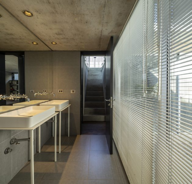 Mogro House by Rodolfo Canas in Santiago, Chile