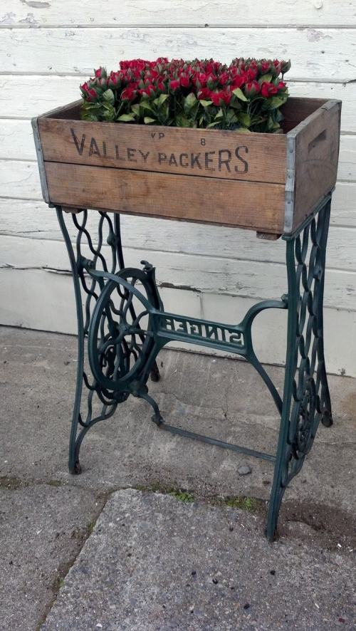 15 Interesting DIY Garden Projects From Vintage Items