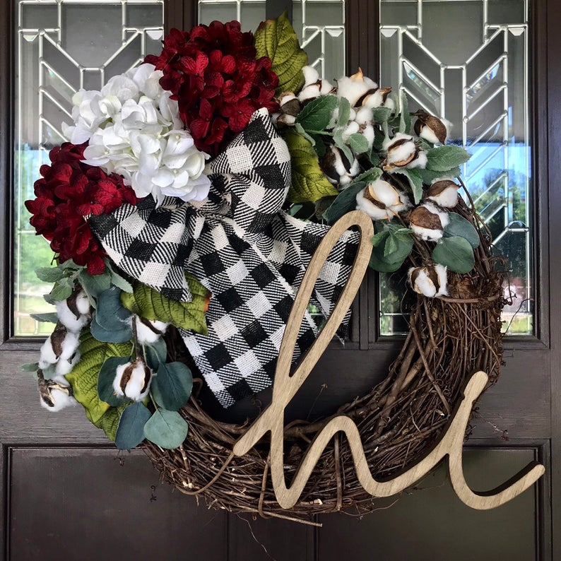 16 Beautiful Floral Wreath Designs That Will Refresh Your Front Door