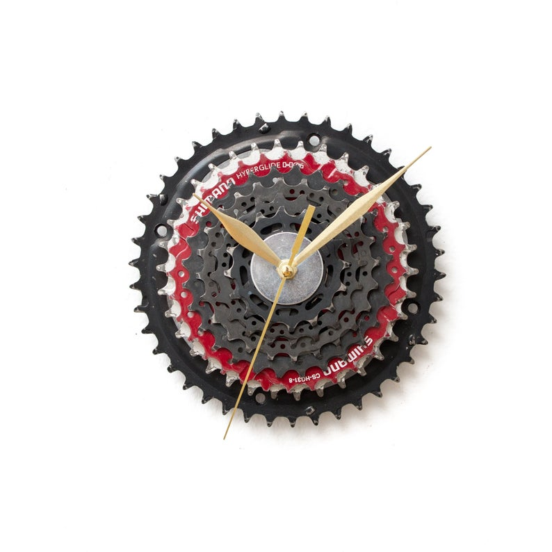 16 Creative Wall Clock Designs That Will Catch Your Eye