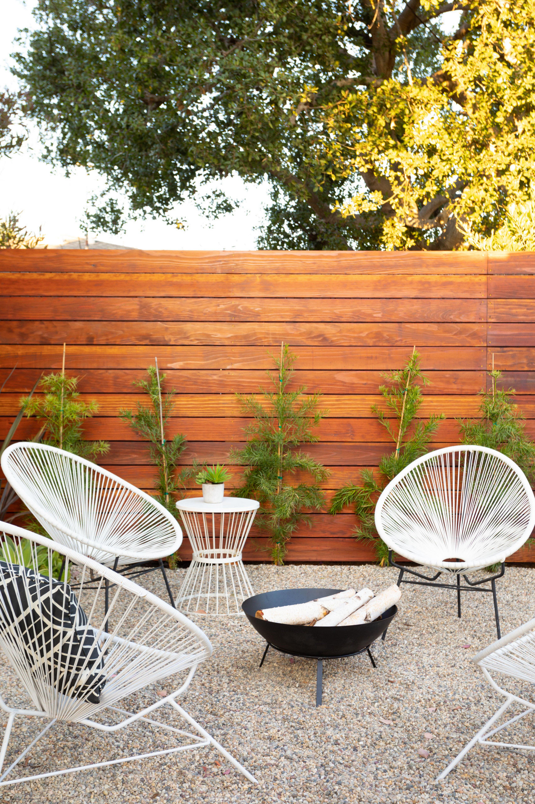 20 Dazzling Mid-Century Modern Patio Ideas You Won't Be Able To Resist