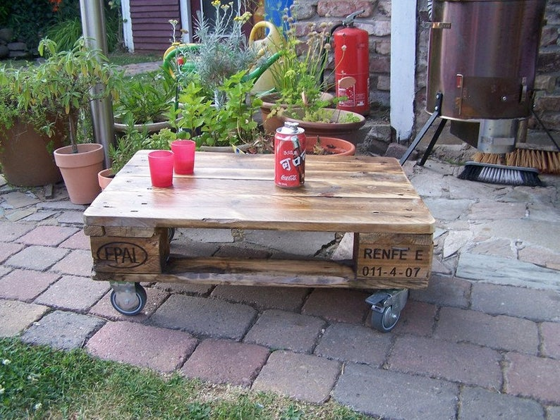 20 Rustic Pallet Furniture Ideas For The Entire Home