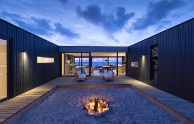 Amazing Chilean Villa Facing the Pacific