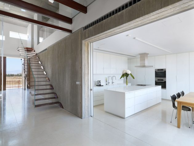 House 0614 by Simpraxis Architects in Nicosia, Cyprus