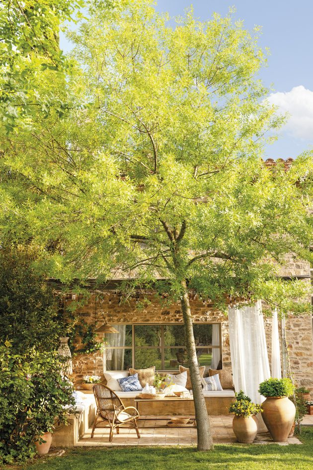 Beautiful Stone House With a Porch, Ancient Trees & Swimming Pool