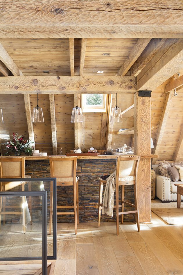 Intimate Cabin For Two, Fun With Friends Too!