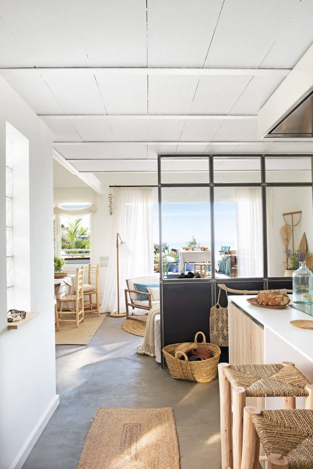 A 50 Square Meter Beach Apartment By the Sea