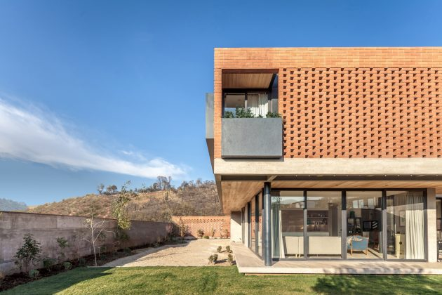 IC House by PAR Arquitectos in Lo Barnechea, Chile
