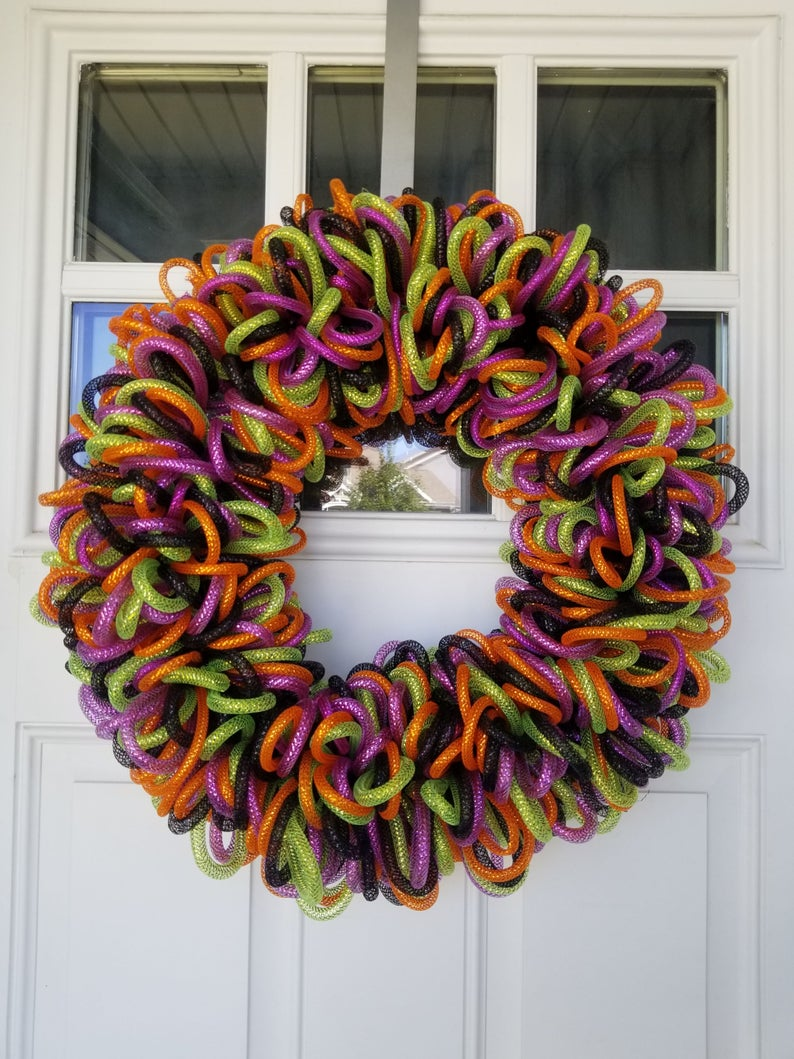 17 Scary But Fun Halloween Wreath Designs To Hang In October