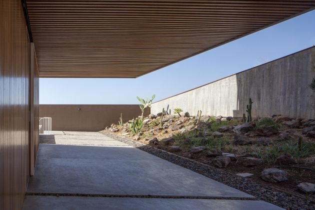 Chris House by Equipo Olivares Arquitectos in Tenerife, Spain