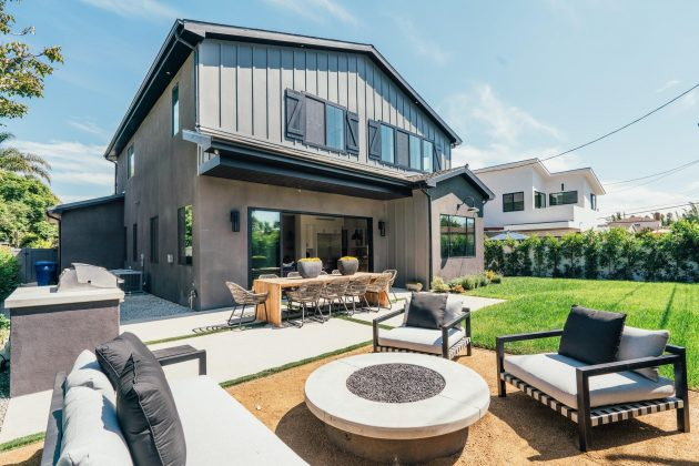 10 Indoor/Outdoor Living Spaces We Know You'll Love
