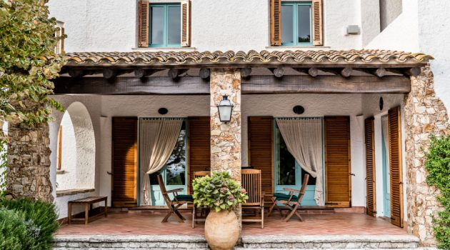 16 Outstanding Mediterranean Porch Designs Perfect For Every Occasion