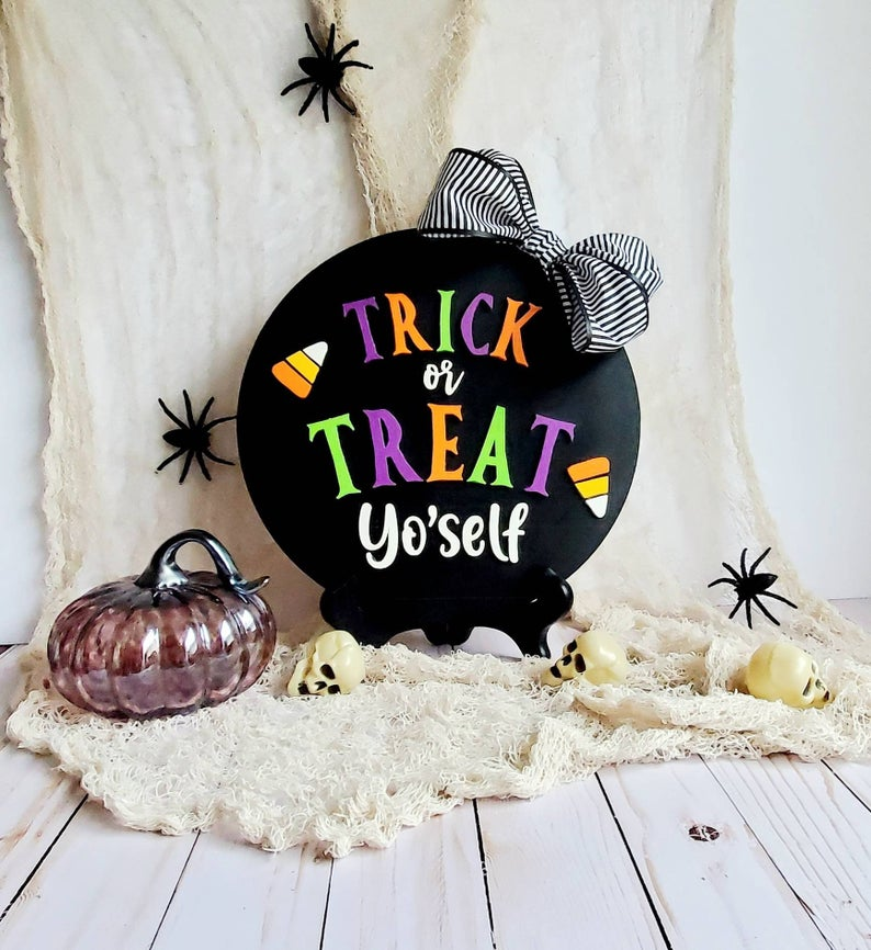 18 Awesome Halloween Signs That Will Add Subtle Spooky Decor To Your Home