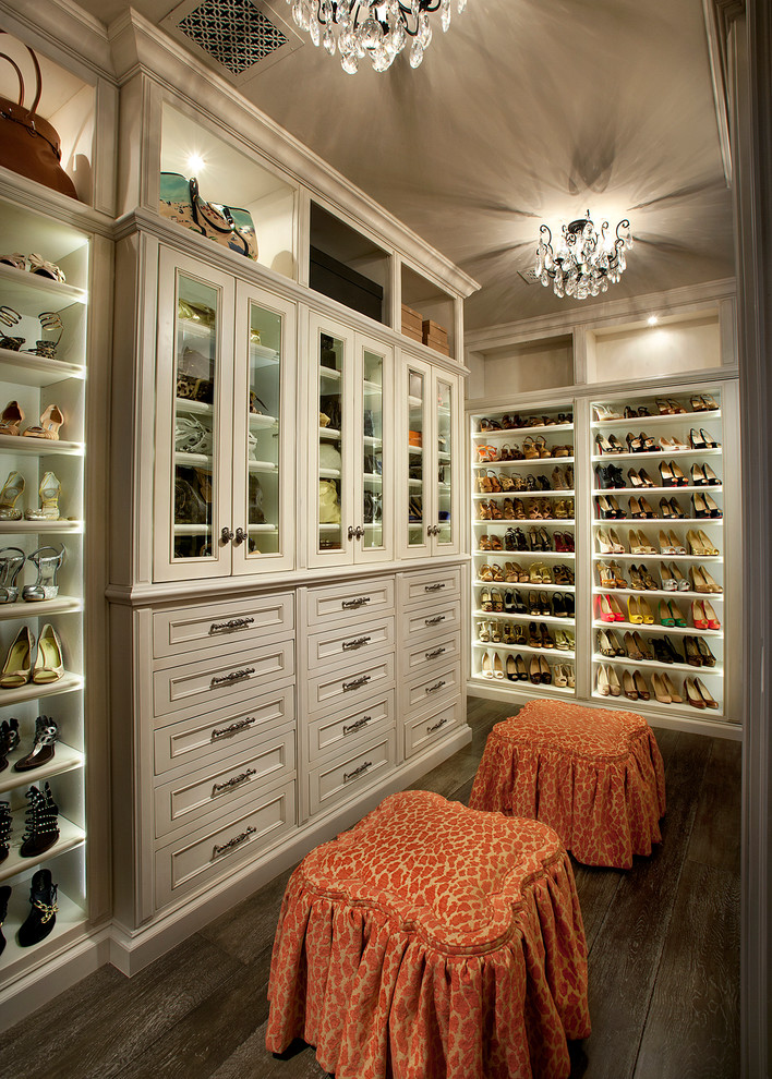18 Deluxe Mediterranean Closet Designs You Will Fall In Love With