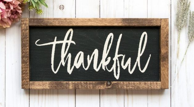 18 Enchanting Thanksgiving Sign Decorations For Your Home