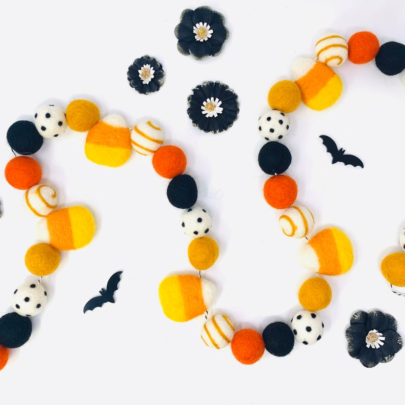 18 Spooky Halloween Garland Decorations For Home And Garden