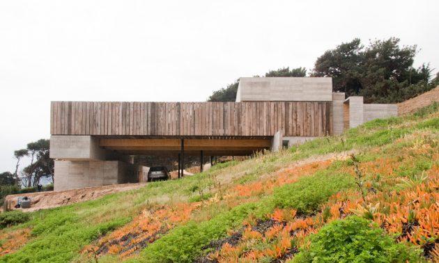 Mava House by Gubbins Arquitectos in Zapallar, Chile