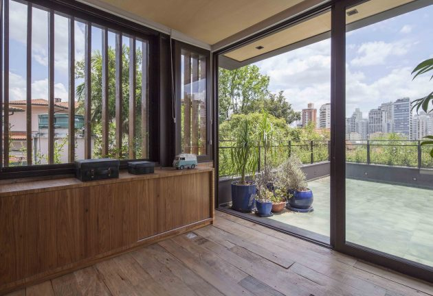 Pacaembu House by DMDV Arquitetos in Sao Paulo, Brazil