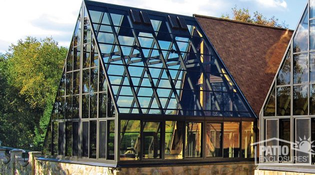 Creating the Ultimate Backyard Solarium