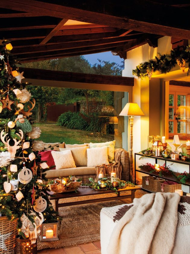 Christmas Looks Great on The Porch!