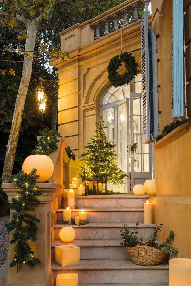6 Ideas on Christmas Stair Decoration for Your Hall